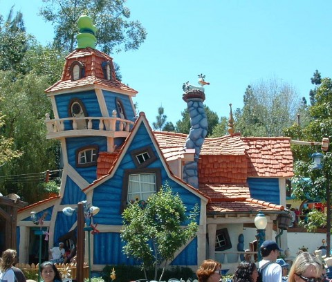 Cartoon Architecture - Goofy's Playhouse in Toontown