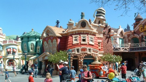 The Wacky Storybook Style of the Toontown Town Square
